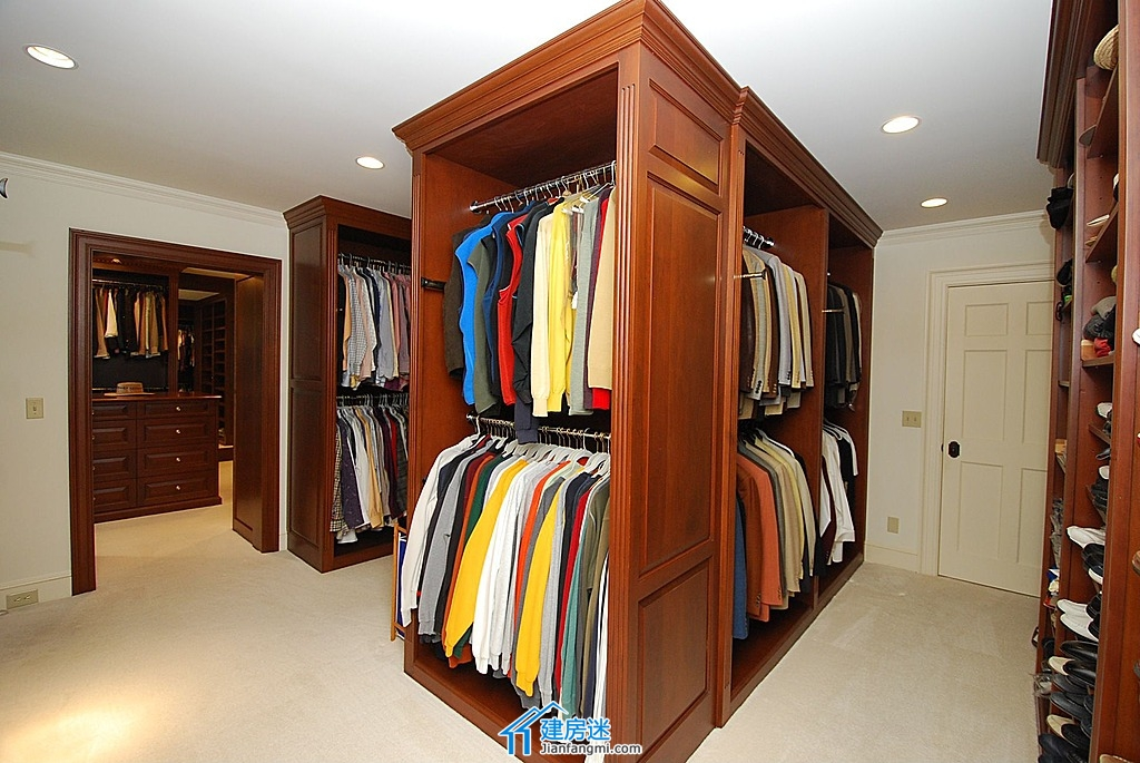 摘要: 這個貼子主要用來更新別墅步入式衣柜裝修效果圖,我們會一直不斷更新步入式衣柜設計方案給大家。 當然在打算在農村自建房的朋友,如果是對房子豪華程度要求比較高,想要單獨的步入式衣柜間,也可以作為很好的參考 ...