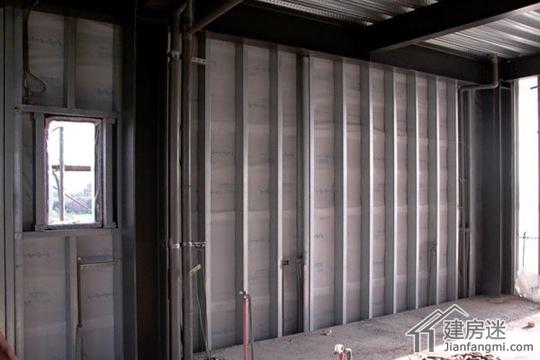 室内采用轻钢龙骨隔墙,这个和轻钢结构房屋的施工一样