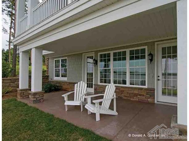 别墅户型图参考之欧式风格两层四卧室双车库带架空层