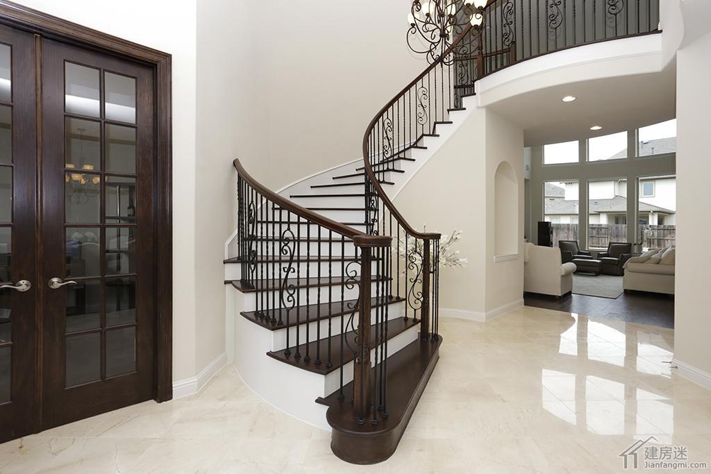 入户门以及旋转楼梯-500平米两层美式别墅设计