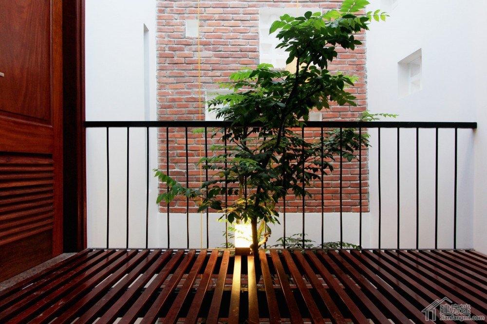 临街4米x15米地基门面房屋设计图三层两边无法采光
